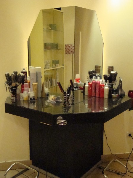 Sprzedam Wyposażenie Salonu Fryzjerskiego I Kosmetycznego